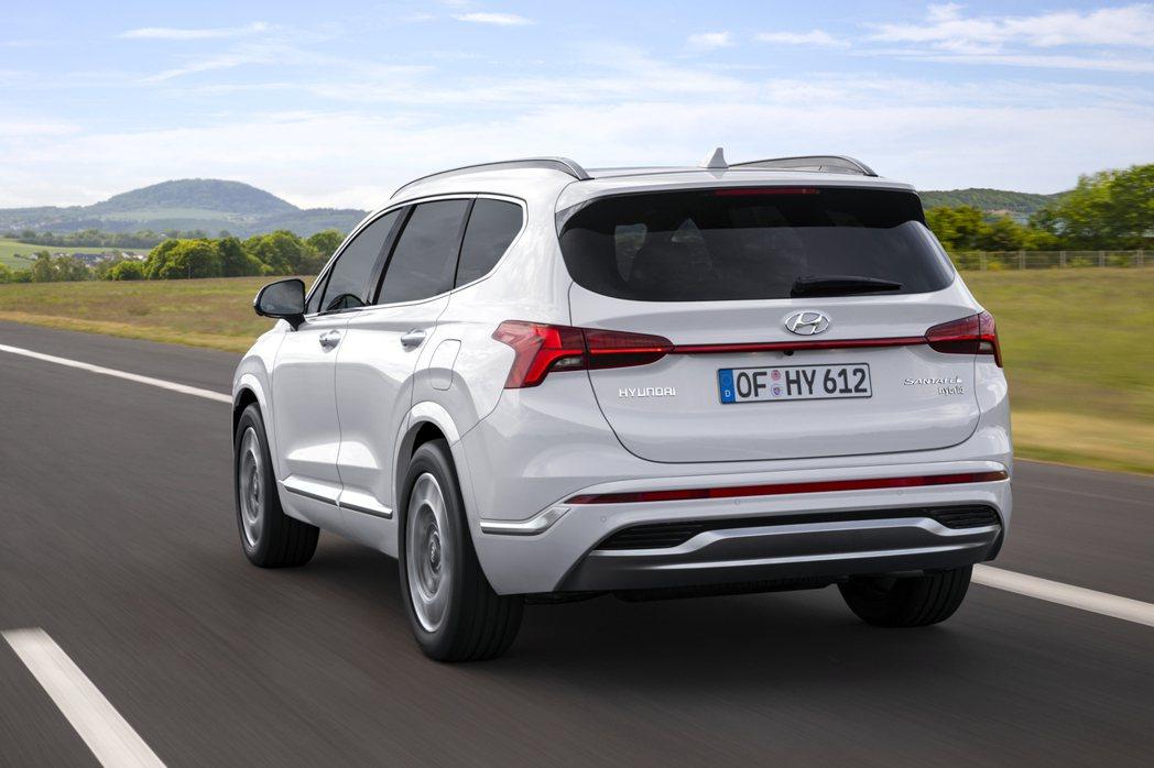 小改款Hyundai Santa Fe新增車系首度擁有的Hybrid油電混合車型...