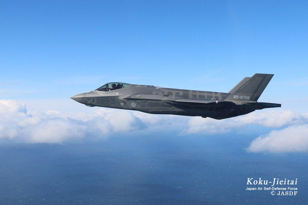 海上巡弋的空自F-35A戰鬥機。 圖/日本自衛隊