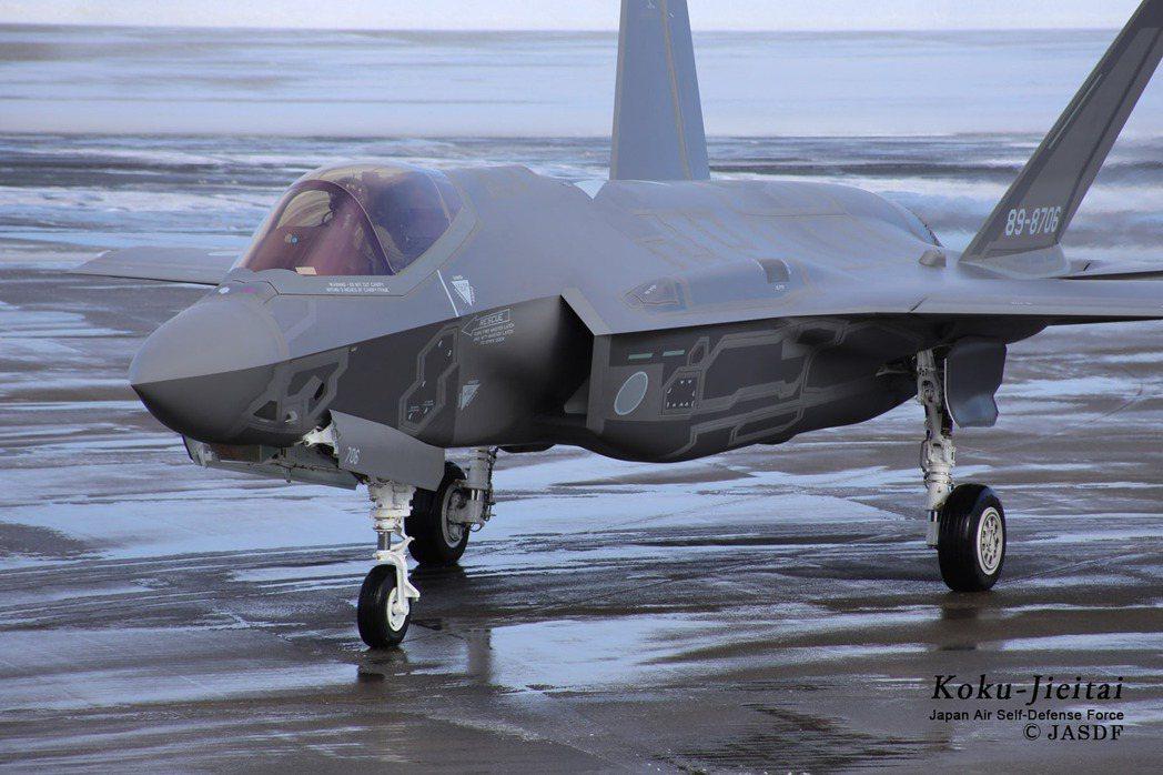 空自採低視度塗裝的新換裝F-35A。 圖/日本自衛隊