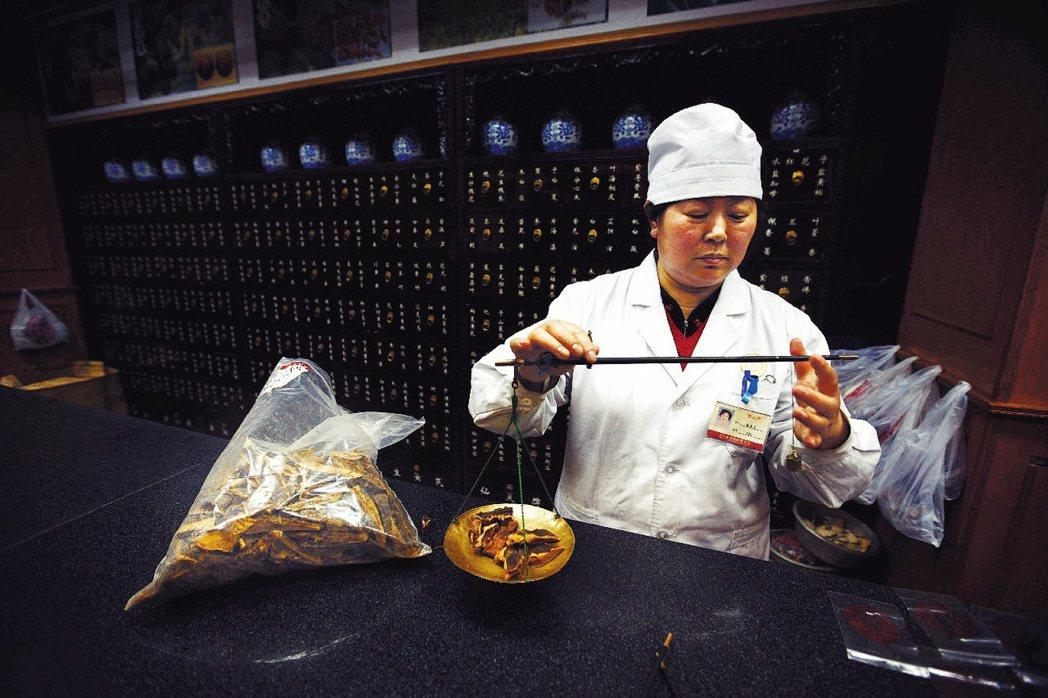 著名的歷史老牌中醫館代表:北京同仁堂。 圖/中新社