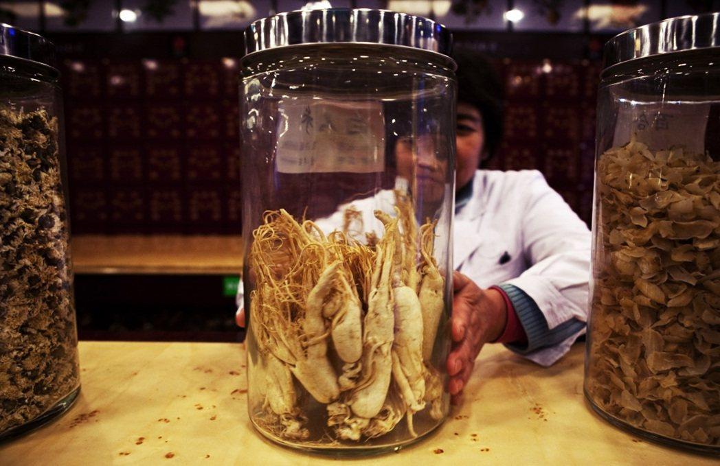 北京同仁堂的藥材。做為百年老舖,卻也曾經發生過黑心藥材爭議。 圖/美聯社