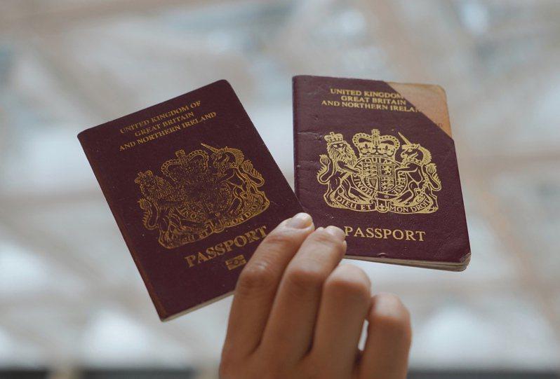 英國國民(海外)護照。(美聯社)