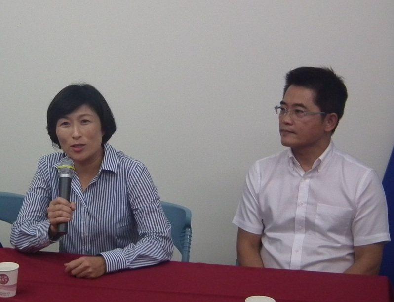 美麗灣仲裁官司結果尚未出爐,現任縣長饒慶鈴(左)與前任縣長黃健庭(右),這幾天都透過個人臉書發表論述。本報資料照片