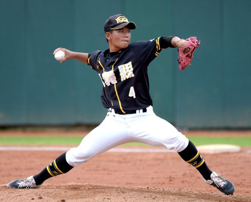 嘉義縣隊投手劉嘉益即將畢業,決定報名中職選秀會。記者藍宗標/攝影