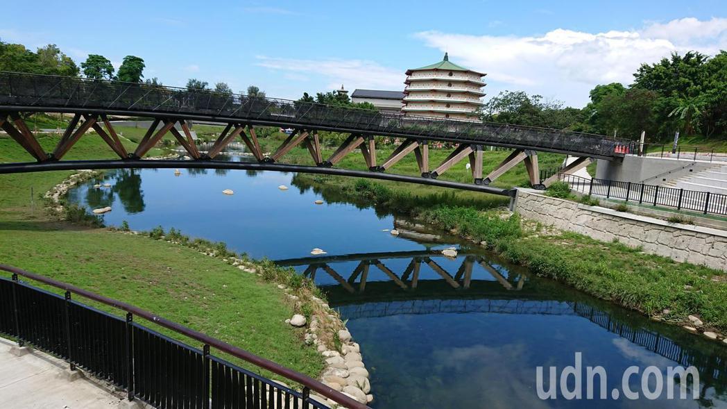 台南竹溪水岸工程完工後,生態更為豐富,營造親水空間。記者鄭惠仁/攝影