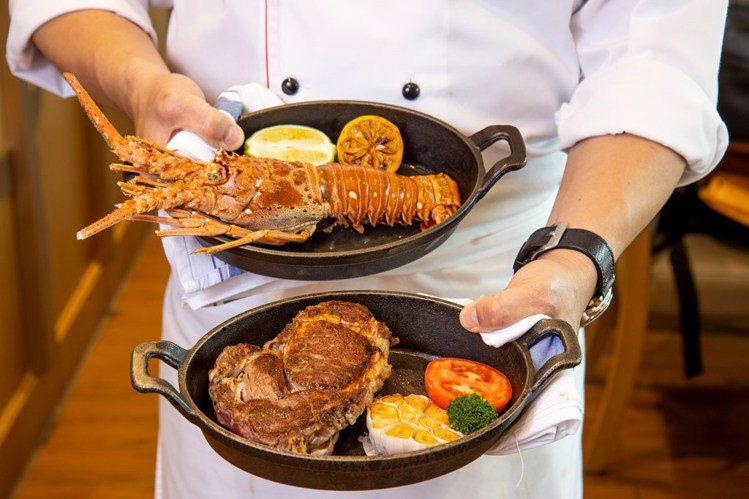 台北六福萬怡酒店推出「超值海陸饗宴 住房專案」,雙人在大廳酒吧享用現點現做的和牛...