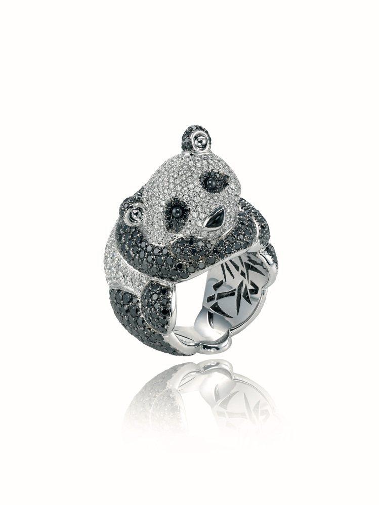 蕭邦動物世界系列熊貓戒指,18K白金鑲嵌總重3.18克拉鑽石與6.45克拉黑色鑽...