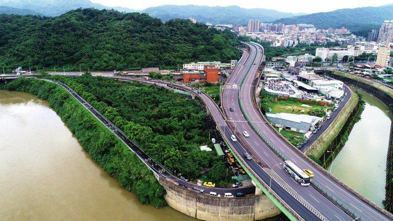 基隆河右岸自行車道完工後可串連至台北市南港展覽館。圖/新北市高管處提供