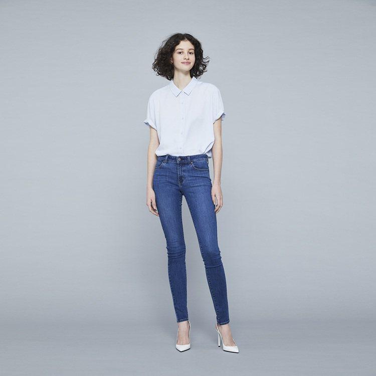 UNIQLO的JEANS 特級彈性牛仔褲在感謝祭中,下殺最多折扣。圖/UNIQL...