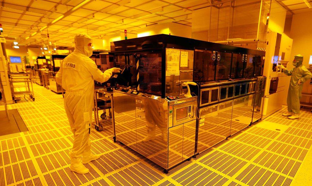 彭博資訊報導,台灣有意推出補助方案,吸引外國晶片業者赴台灣成立研發中心。 路透