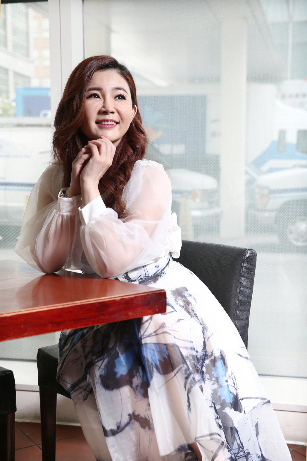 黃思婷推出新專輯「風中淚」,象徵自己浴火重生。記者蘇健忠/攝影