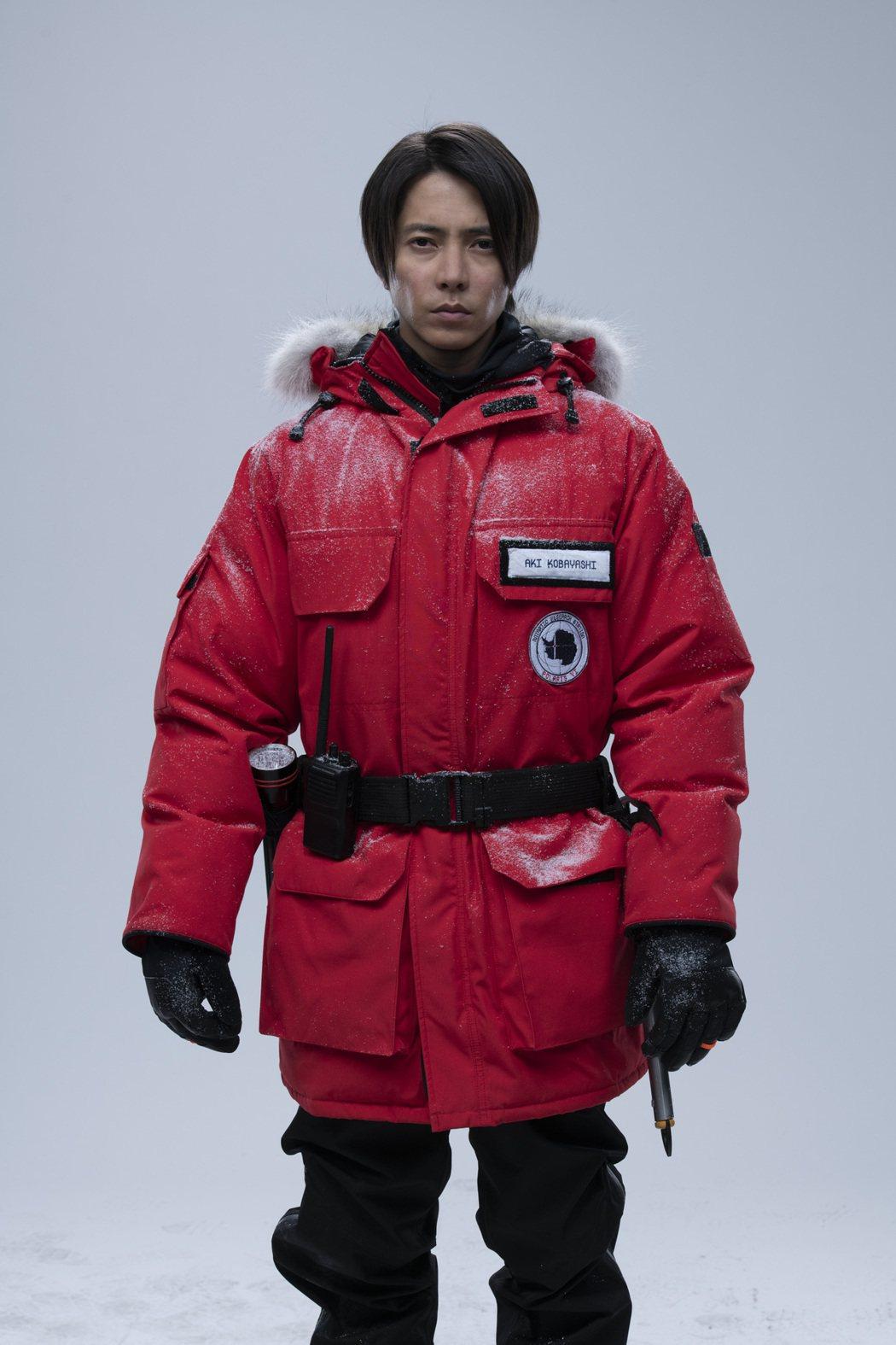 山下智久在全新的驚悚影集「極地闇殺」飾演才華洋溢的微生物學家。圖/HBO提供