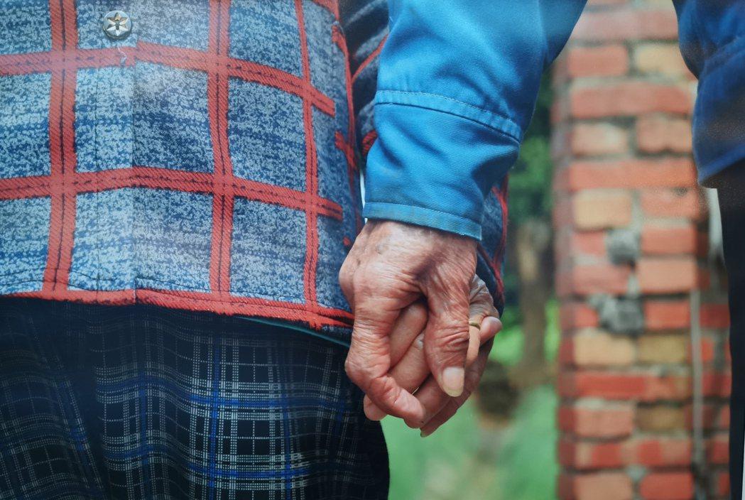 長輩年紀大了需要更多的關懷和照顧。圖/黃伊岑提供