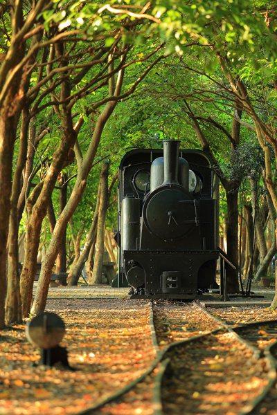 太平山林鐵竹林站周邊有林鐵鐵道與小火車展示。圖/林務局羅東林區管理處提供