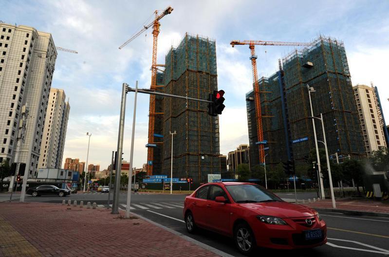 中國大陸對預售商品房全面開展預告登記,防止「一房二賣」。圖為福建福州,一處開發建設中的房地產樓盤。(中新社資料圖片)