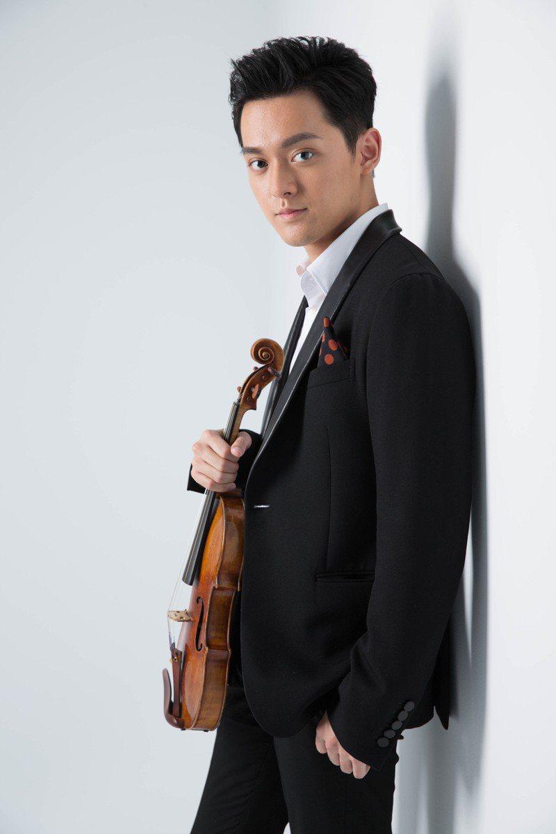 台北市立交響樂團周五在國家音樂廳推出的「樂聖風情日」音樂會,與小提琴家曾與謙合作,第一天開賣就賣光一千張票。圖/北市交提供