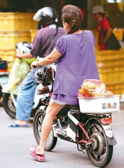 全國逾四十九萬輛電動自行車,交通事故逐年攀升。圖/聯合報系資料照片
