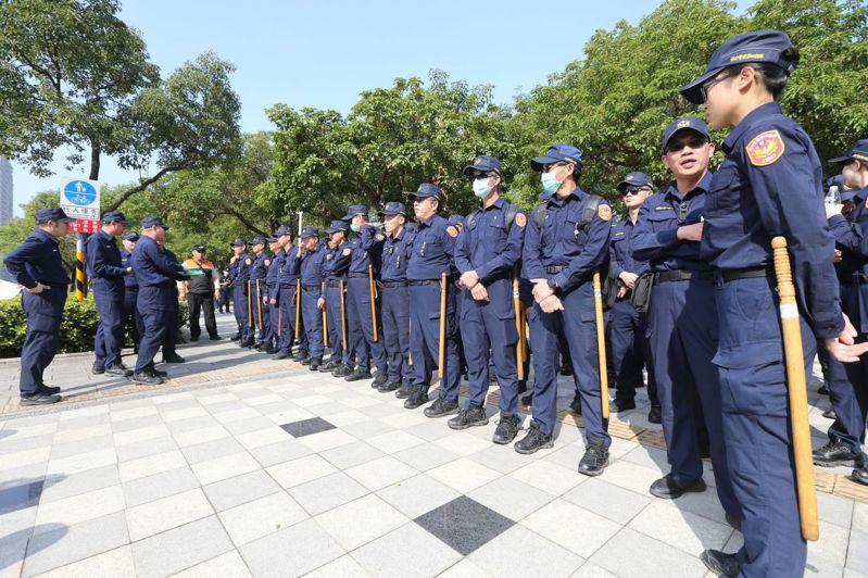 罷韓投票日,警方預估動員近萬名警力維護高雄治安。 圖/聯合報系資料照片