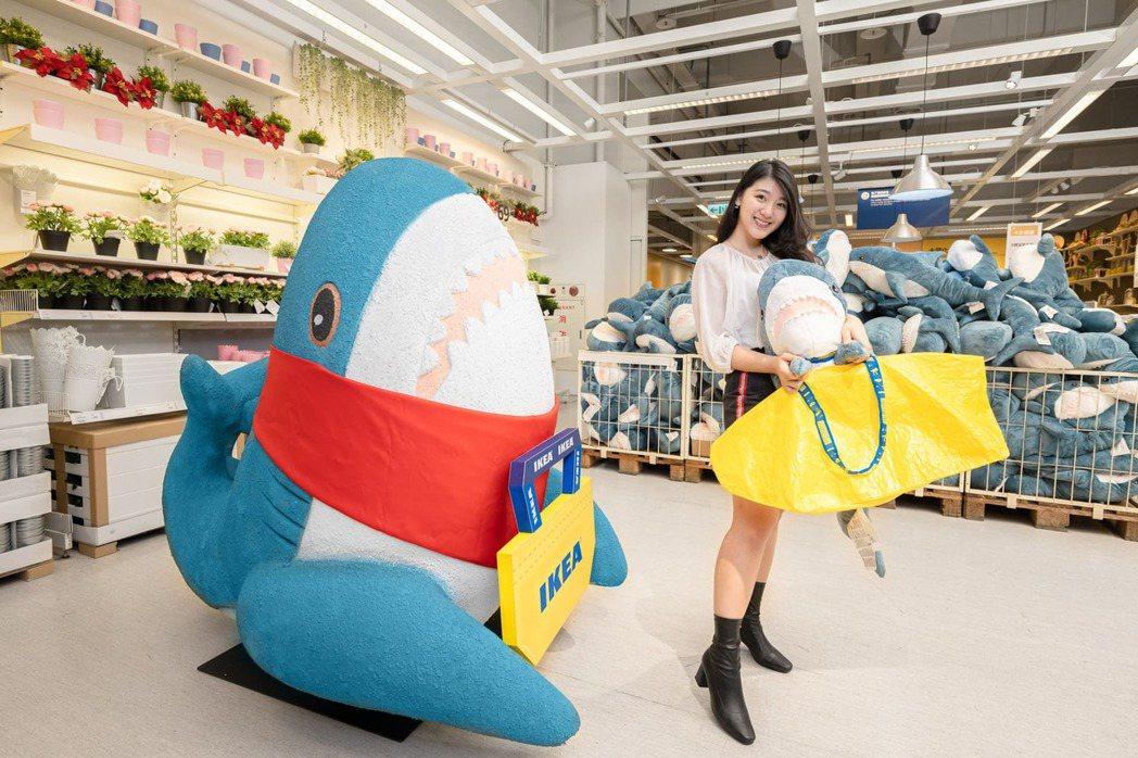 IKEA桃園店特別設立了超人氣鯊魚公車站,歡迎大家來拍照打卡,分享與桃園店的美好...
