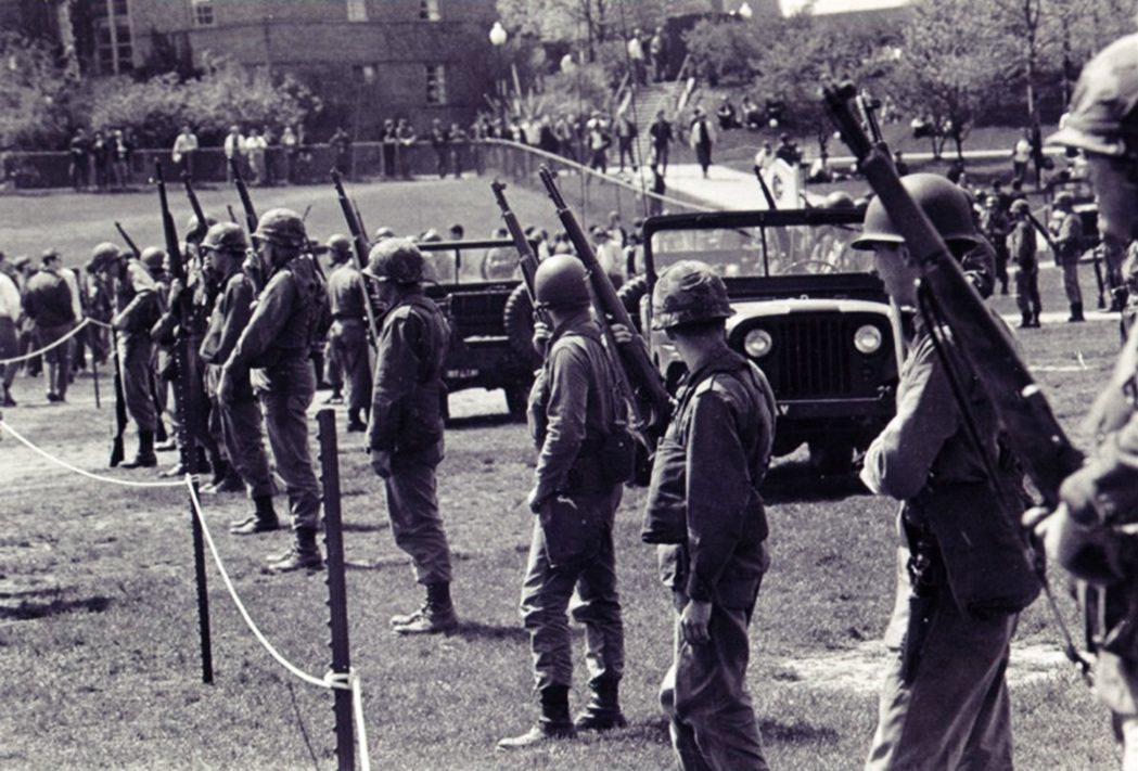 調查報告中指出,州政府未能強化警力或民兵的行動準則、並給予足夠的教育訓練,在群情...