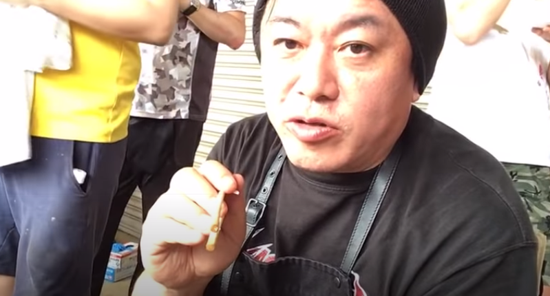日本企業家堀江貴文在直播中為了蔬菜爆氣。圖取自YouTube