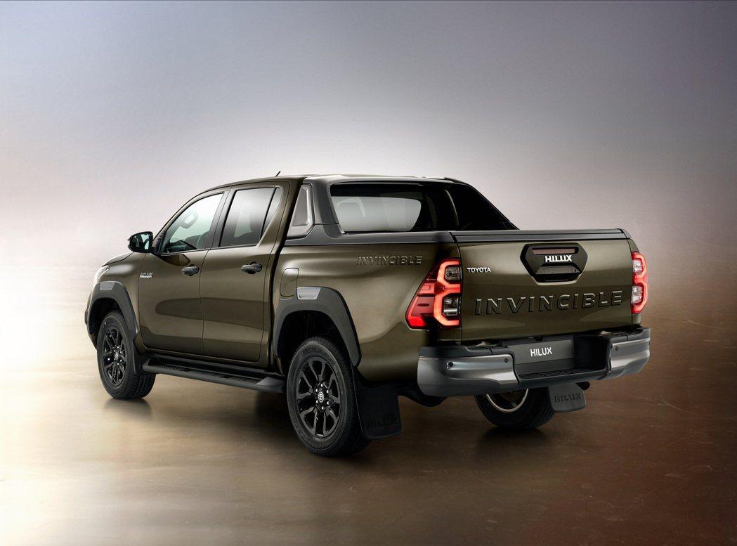 二度改款的Toyota Hilux,雖依然配置2.8升渦輪柴油引擎,但最大馬力提...
