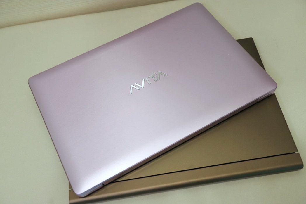 AVITA訴求潮牌多色,圖為PURA光影紫系列。  彭子豪/攝影