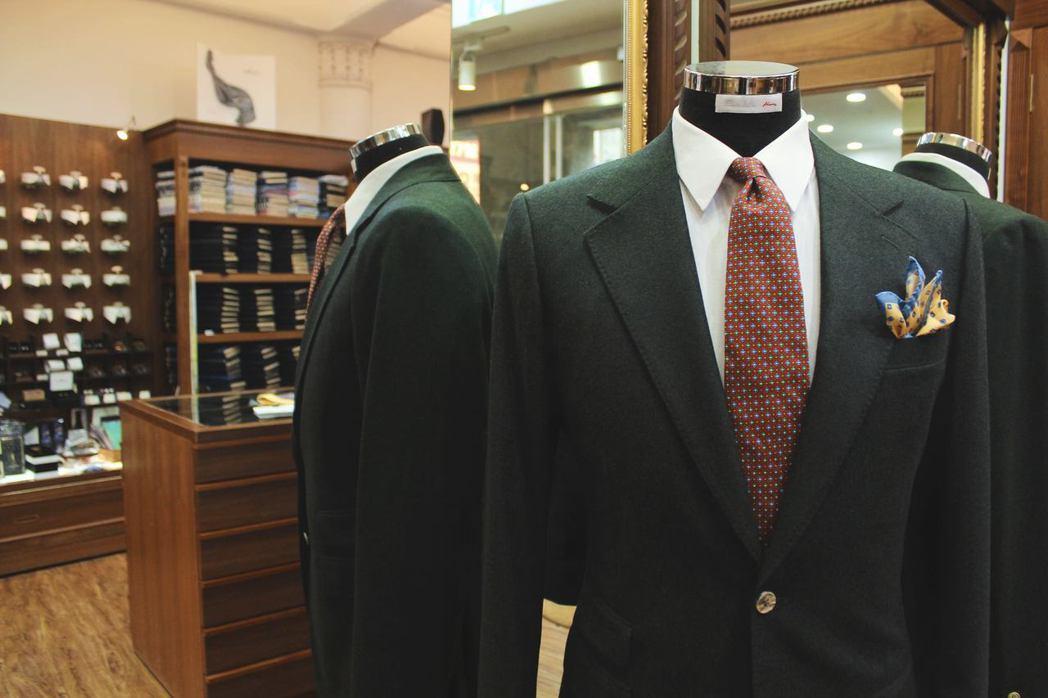 這幾年在電影的推波助瀾下,許多年輕客人找上「老派西服店」訂製西裝。 圖/凱恩洋服...