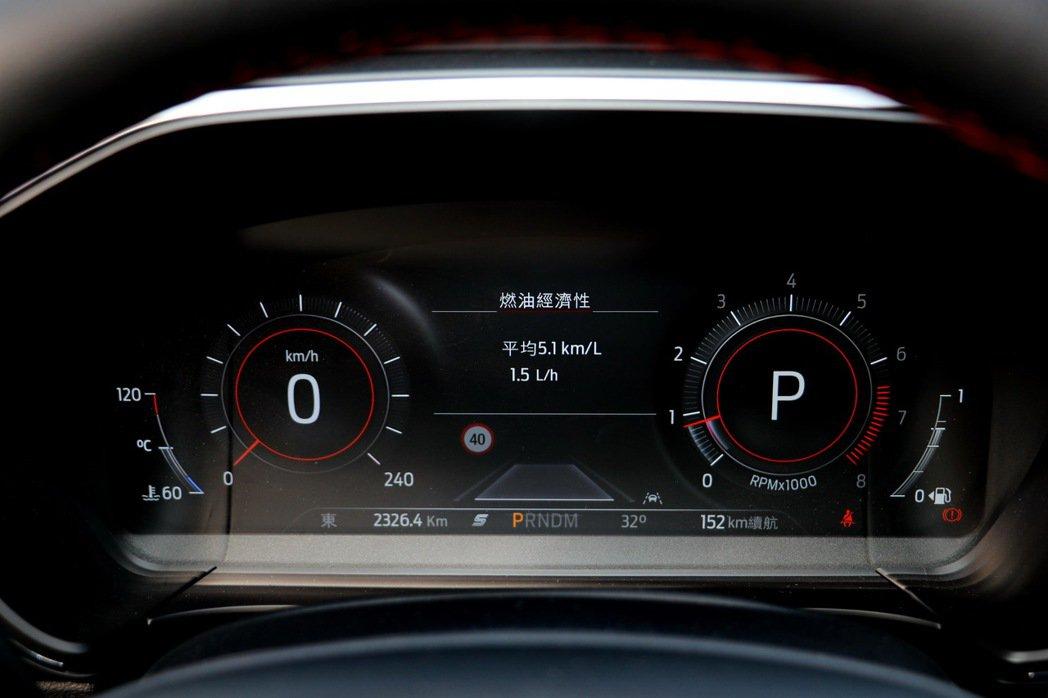 12.3吋的數位儀表板堪稱國產車之最。 記者陳威任/攝影