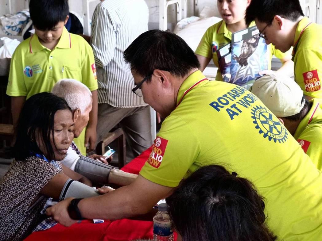 國際扶輪3461地區扶輪社友三年前組國際義診團,遠赴柬埔寨偏鄉義診。圖/國際扶輪...