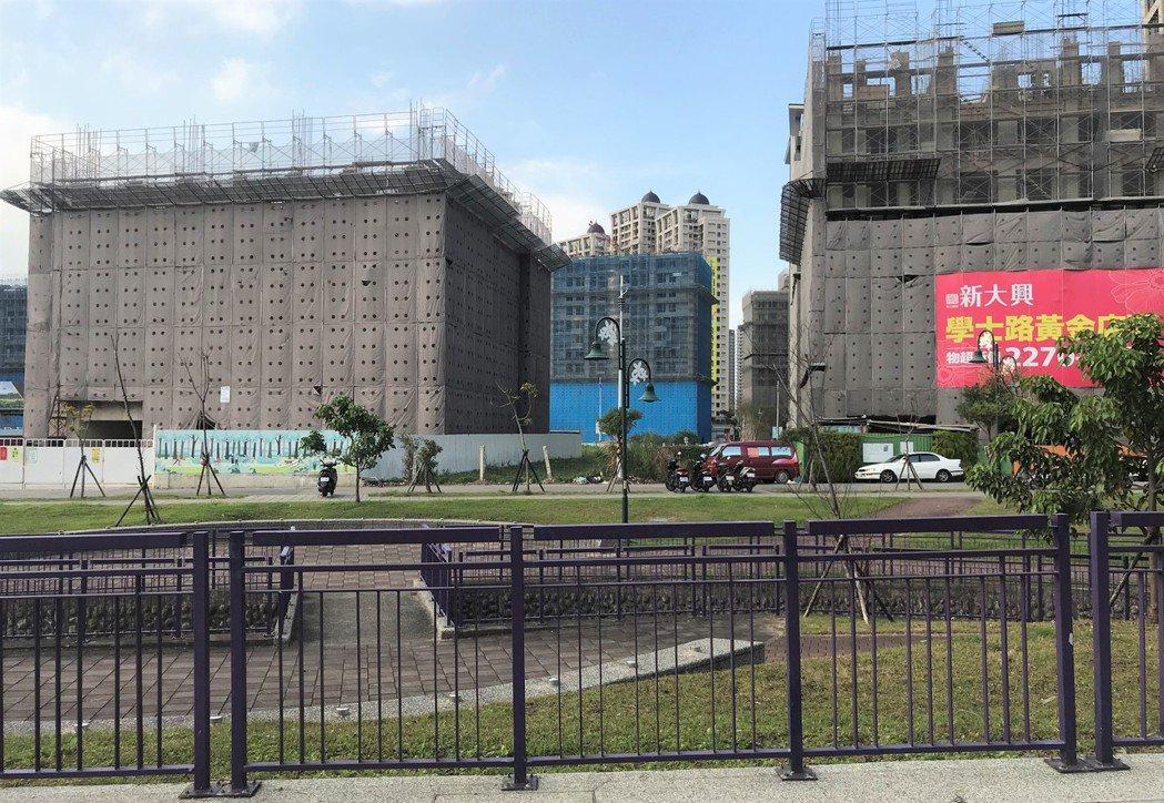 北台灣房市持續穩健復甦,5月新建案成交量維持在相對高點。圖為土城暫緩重畫區。 記...