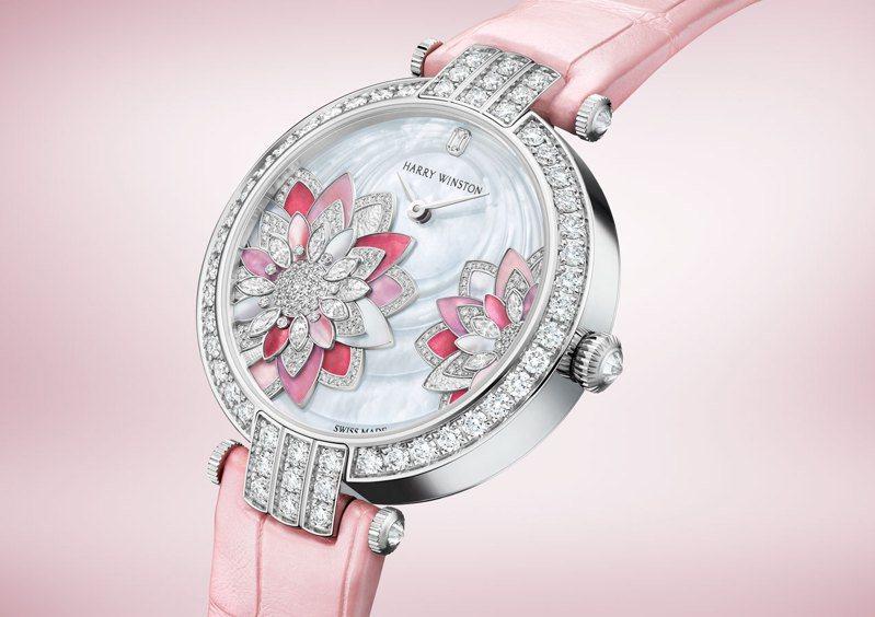 Harry Winston,卓時Premier系列Lotus腕表,白K金,珍珠母貝表面,表殼鑲鑽,192萬元。圖 / Harry Winston提供。