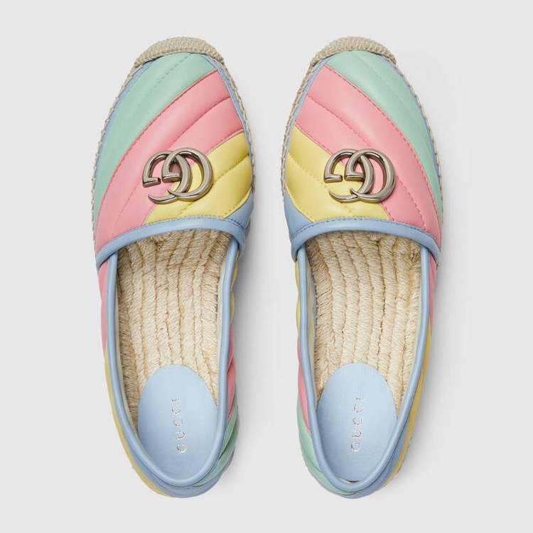 GG Marmont Pastel系列草編鞋。圖/摘自GUCCI官網