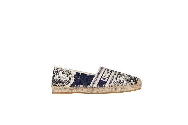 Granville藍色熱帶風情法式印花刺繡漁夫鞋,24,000元。圖/DIOR提...
