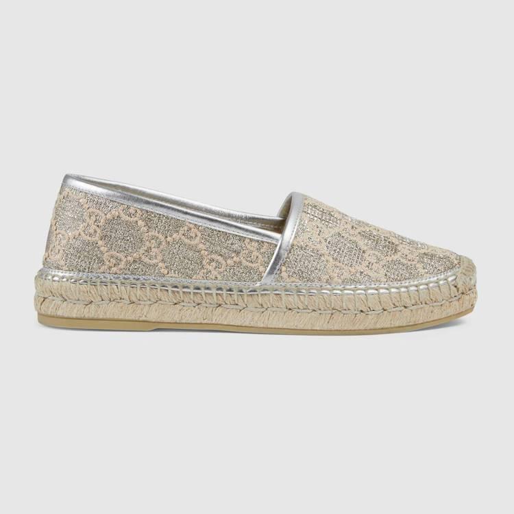 刺繡雙G草編鞋,16,900元。圖/GUCCI提供