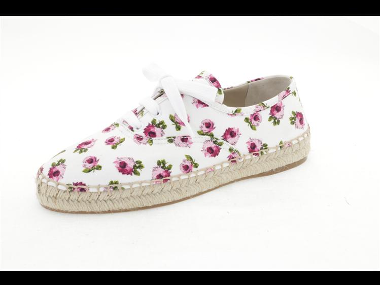 印花草編休閒鞋,24,500元。圖/PRADA提供