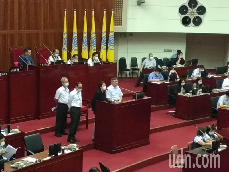 台北市副市長黃珊珊表示,台北捷運、公車的口罩政策,還是會等6月7日中央疫情指揮中心公布之後,才會確定。記者林麗玉/攝影