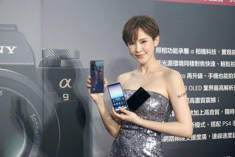 Sony Mobile首款5G手機Xperia 1 II正式在台亮相,建議售價35,990元,6月6日開放預購。記者黃筱晴/攝影