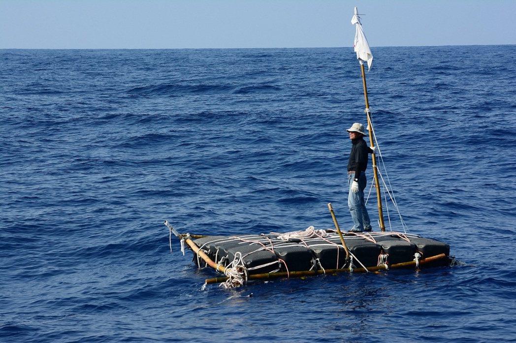 「男人與他的海」將海洋文學作家廖鴻基海上漂流的日子如實呈現。圖/台北電影節提供