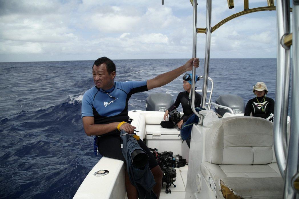 「男人與他的海」記錄水下鯨豚攝影師金磊的精采人生。圖/台北電影節提供