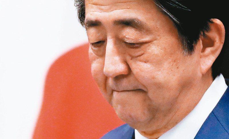 安倍說,自己與橫田滋很長一段時間一起奮鬥,憶起2002年有5名被綁架到北韓的日本人返國一事。圖/路透