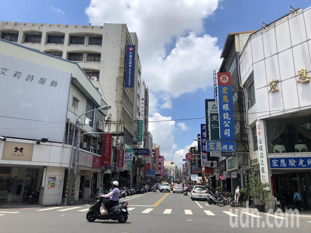 彰化縣最高地價區段仍是開化寺前民族路兩側,中華路及太平街間的地段,但店面招租多。...