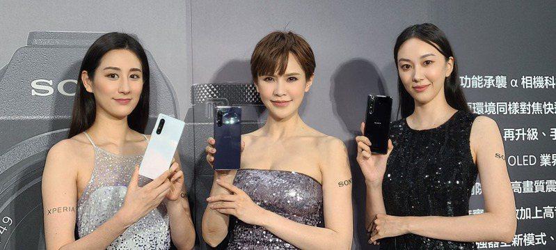 索尼今(4)日發表在台首款5G手機Xperia1 II 。記者何佩儒/攝影