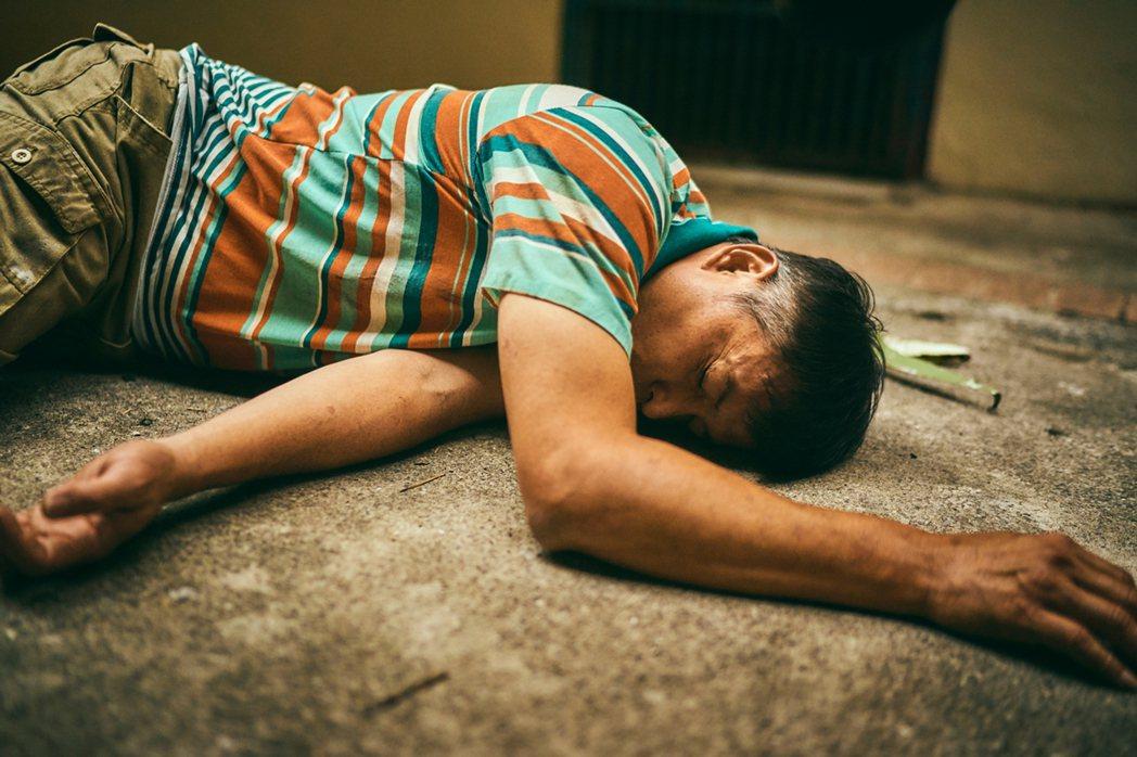 李銘順在「做工的人」第五集最後一幕重摔落地,令觀眾超揪心。圖/大慕影藝提供