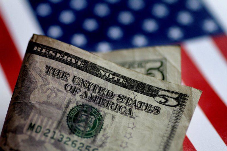 投資人關注經濟復甦,無視美國國內和地緣政治不確定性,使美元的避險吸引力下滑。 路透