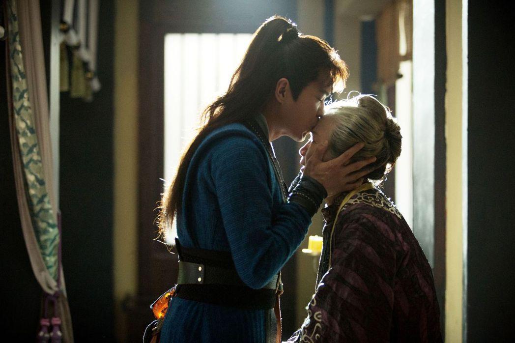 張若昀飾演的范閑從小與奶奶范老夫人一起生活,感情深厚。圖/中天娛樂台提供