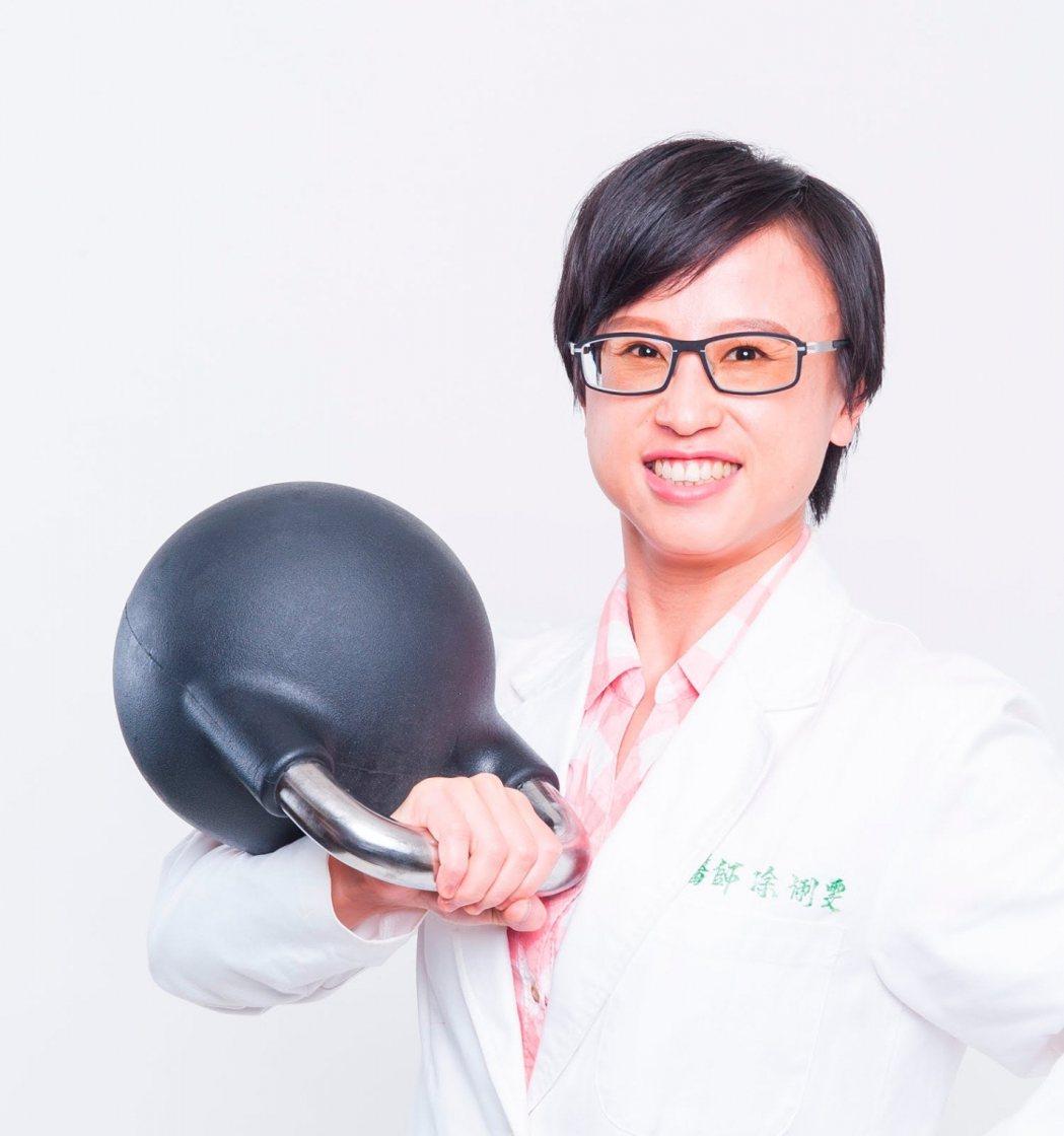 超越復健診所副院長凃俐雯鑽研運動訓練,協助受傷患者繼續自己喜愛的運動。圖/凃俐雯...
