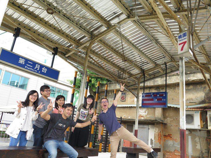 桃園軌道願景館最大亮點是戶外打造復刻版的台鐵舊站第2月台,市府歡迎大家來打卡拍照。記者張裕珍/攝影