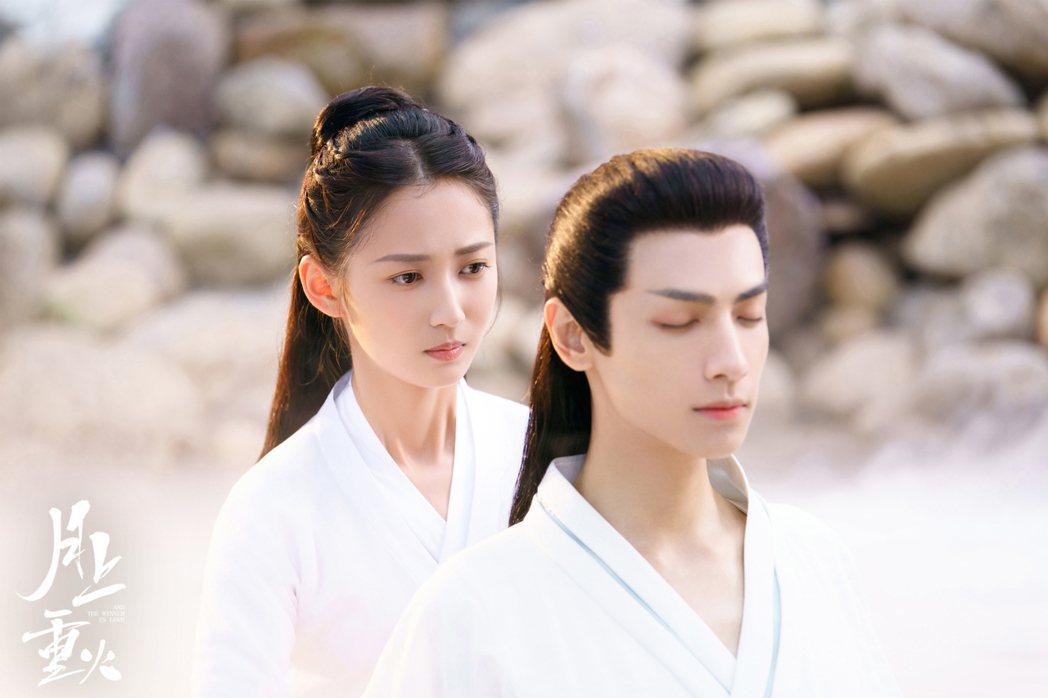 羅雲熙(前)、陳鈺琪合作「月上重火」。圖/摘自網路