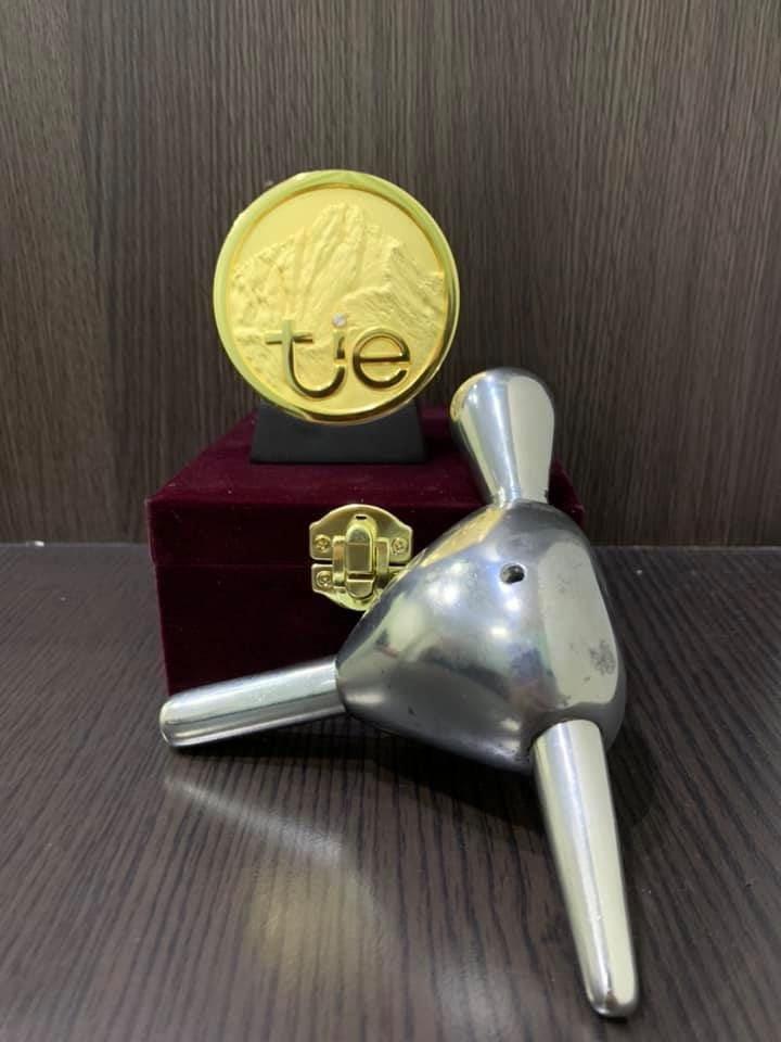 高苑科大配重按摩棒榮獲現在改名台灣創新技術博覽會金牌肯定。 高苑科大/提供
